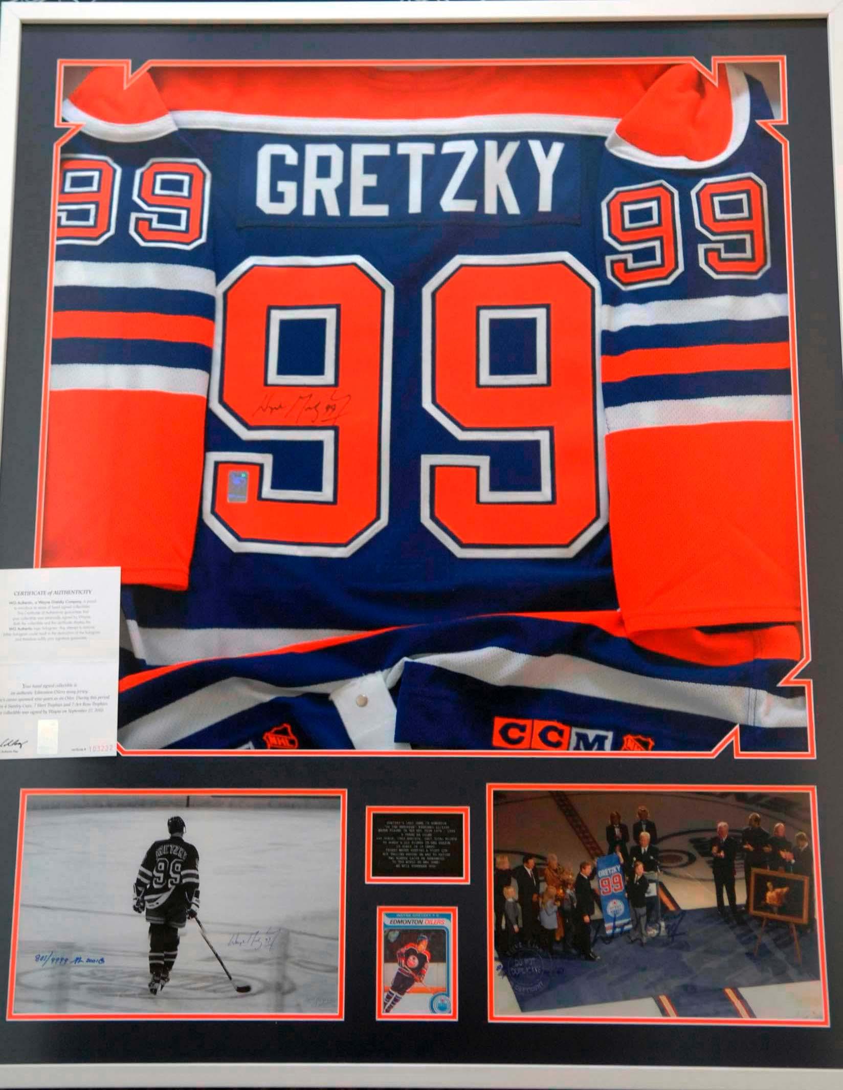 premium selection 70762 6637e Framed autographed Wayne Gretzky Jersey (Blue)